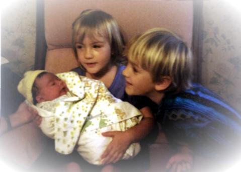 Siblings meet 001